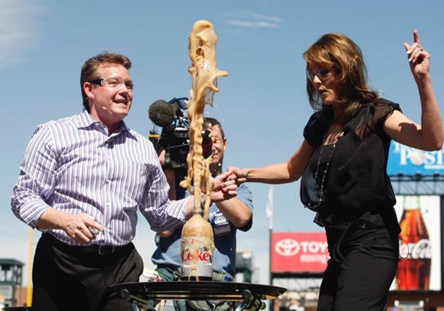 Steve Spangler with Kathy Sabine - Mentos & Diet Coke Geyser